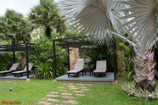 Angkor Miracle Reflection Club: Pool Side