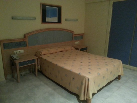 azuLine Hotel Bergantin : habitacion