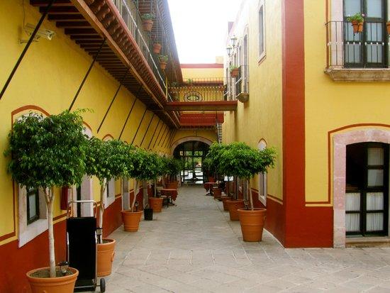 Meson de Jobito: Hotel Grounds