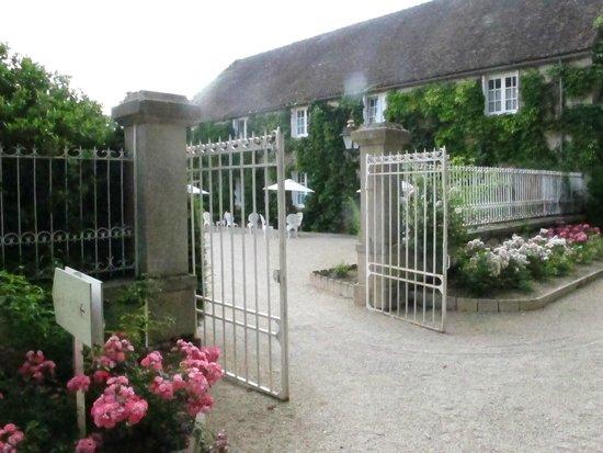 Relais & Chateaux - Hostellerie de Levernois : entry
