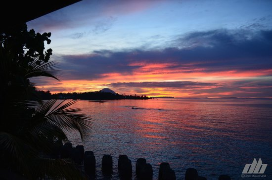 Cocotinos Manado : Sunset from balcony