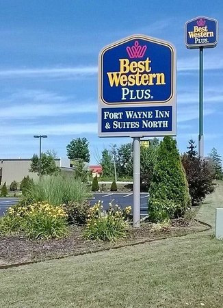 BEST WESTERN PLUS Fort Wayne Inn & Suites North : Maintained Grounds & New Parking Lot