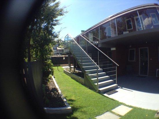 Autoline Motel: Garden shot