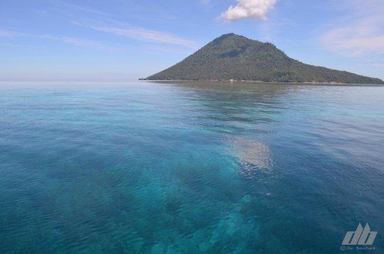 Cocotinos Manado : Clear waters