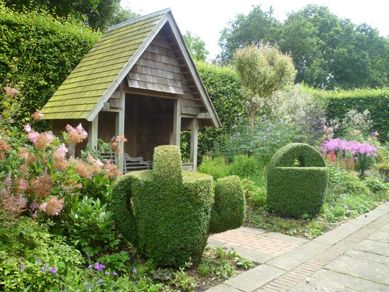 East Ruston Old Vicarage Garden: Plants, summer houses, topiary ... and more