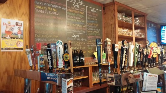 Crafton, Pensilvania: The tap row at the Sharp Edge Creekhouse
