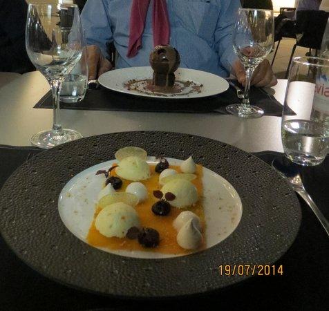 Les Fenetres: Le dessert : Carotte confite et en arrière plan le chocolat liégeois