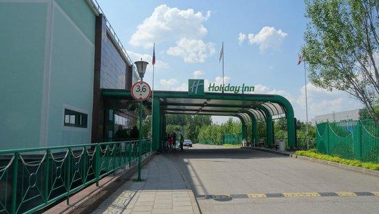 Holiday Inn Moscow Vinogradovo : Вход в отель