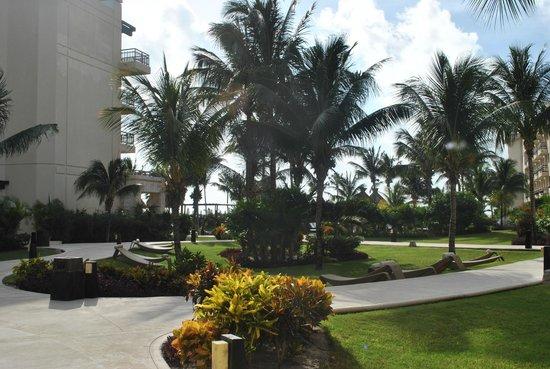 Dreams Riviera Cancun Resort & Spa: Gardens