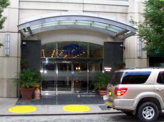 Hampton Inn Philadelphia Center City - Convention Center : Hotel Entrance