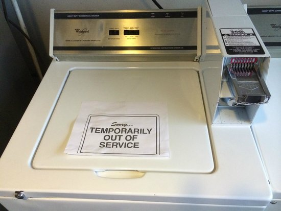 Lancaster Host Resort and Conference Center : Washer, Dryer, and ice machines all non-functional.