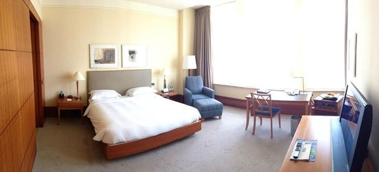 Park Hyatt Hamburg: Room was big, airily and bright