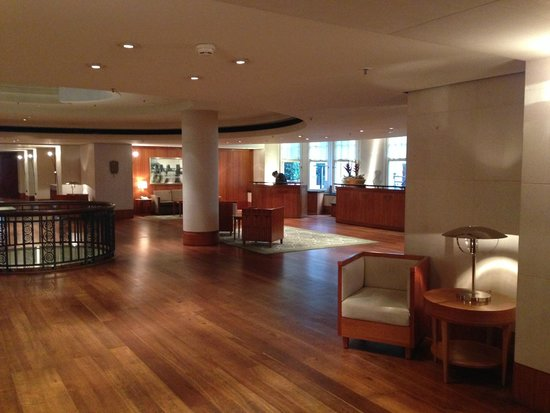 Park Hyatt Hamburg: Lobby - wonderfully clean