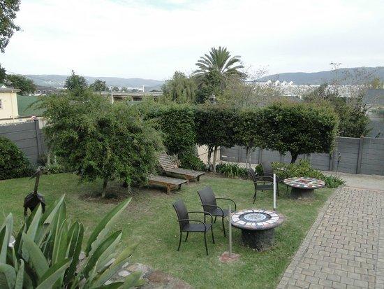 AestAs Bed & Breakfast: Garden