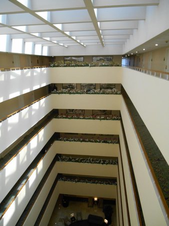 Radisson Hotel Newport Beach: Interior view of hotel