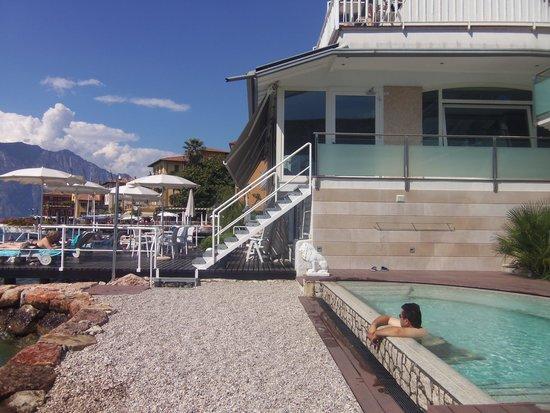 Hotel Vega: piscina e terrazza prendisole sull acqua