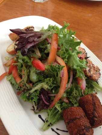 Cru Cafe : Fried goat cheese salad with shrimp