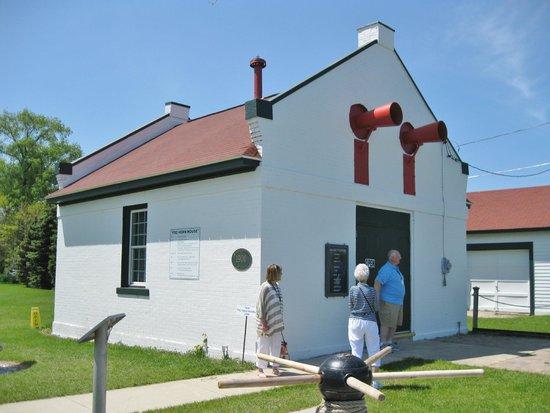 Wind Point Lighthouse : Fog Horn House
