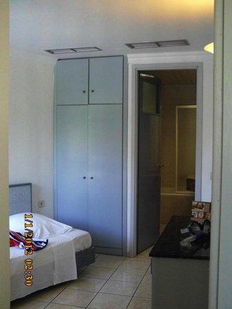 Belair Beach Hotel: Chambre 2 + SdB