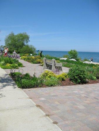 Wind Point Lighthouse : Gardens