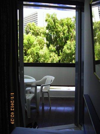Belair Beach Hotel: Balcon vue sur piscine