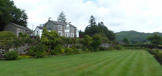 The Eltermere Inn: Eltermere Inn and front garden