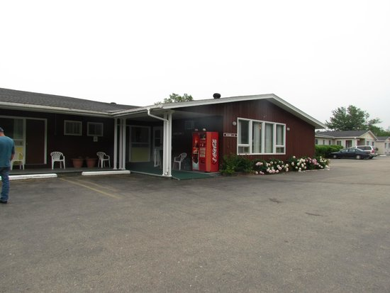 Trailsman Motel: A shot of the front of the motel.