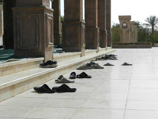 Al Mustafa Mosque: absent prayers