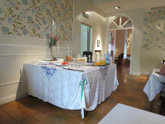 Hotel Trieste: tavolo della colazione