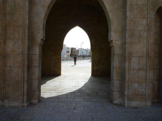 Al Mustafa Mosque: the bf taking a picture