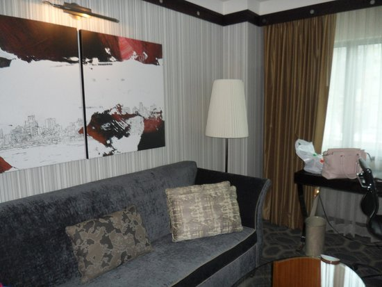 Sofitel Philadelphia Hotel: jr. suite sitting area