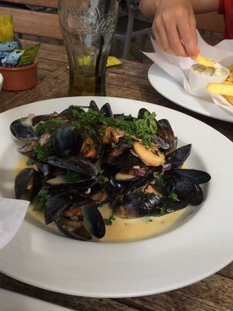Lion and Lamb, Milton: mussels in white wine and cream sauce
