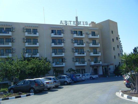 Artemis Hotel Apartments: Front