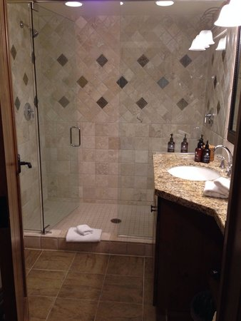 Teton Mountain Lodge & Spa - A Noble House Resort: First floor bath-419