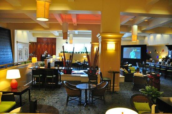 Hilton Miami Downtown: Bar Area