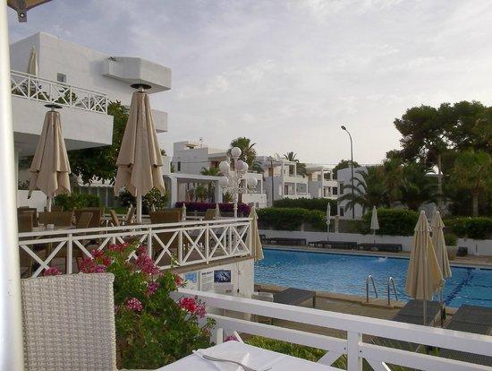 Hotel Rocamarina: Pool area