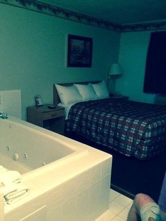 Super 8 Houghton Lake: Jacuzzi suite