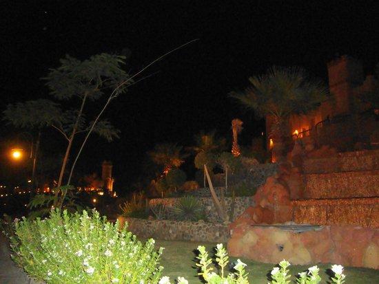 LTI Akassia Beach: magnifique vue la nuit de l'hôtel