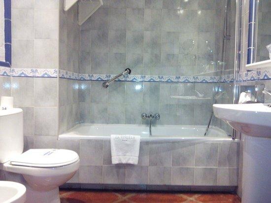 Hotel La Vinuela: Très rustique !