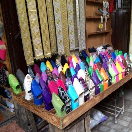 Fez Mellah : Baboush slippers for sale in Fez medina