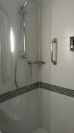 Hampton by Hilton Birmingham Broad Street: Shower