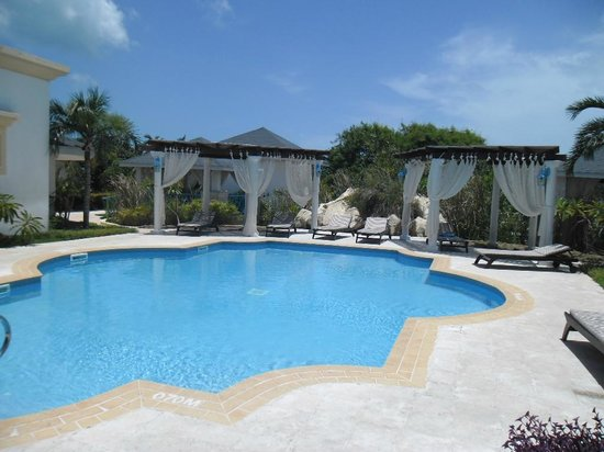 Melia Cayo Santa Maria: Spa pool and lounge area