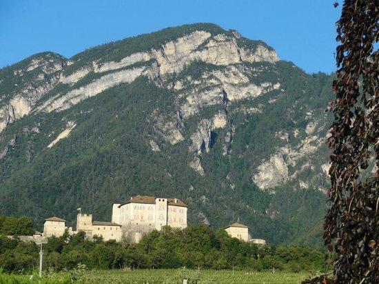 Agriturismo Golden Pause: Panorama del Castello di Ton