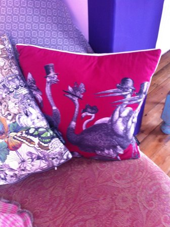 Lower Barns Boutique B&B: gorgeous soft furnishings