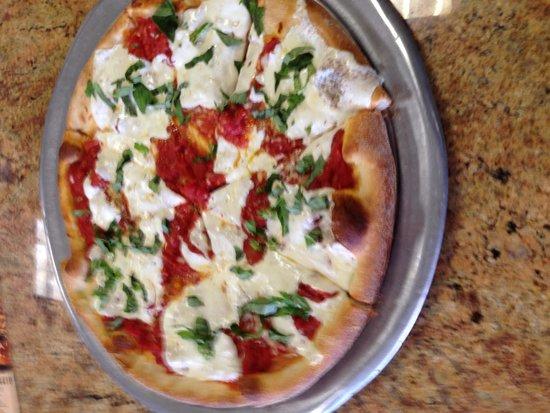 Giovanni's Pizza and Pasta: Margarita pizza