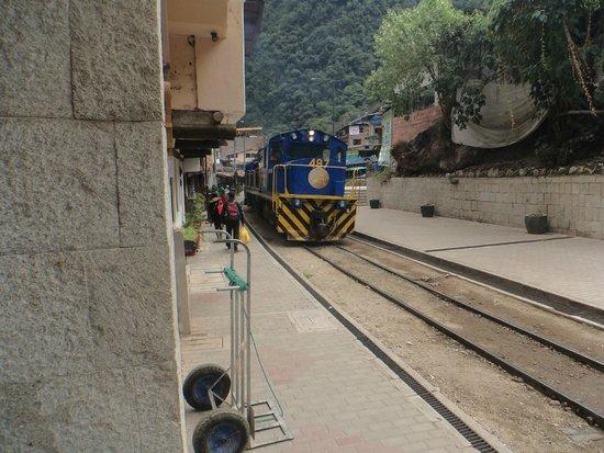 Casa del Sol Machupicchu: O trem passando na entrada