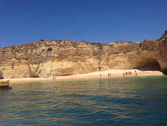Apartamentos Turisticos da Orada: Costal boat tour of the caves