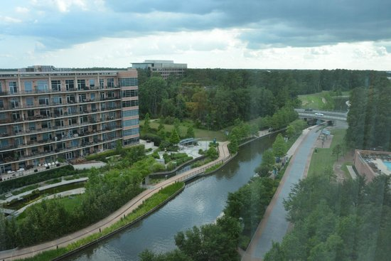 The Woodlands Waterway Marriott Hotel & Convention Center: Room View 1