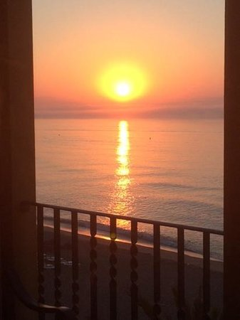 Hotel IPV Palace & Spa: sun rise from our balcony