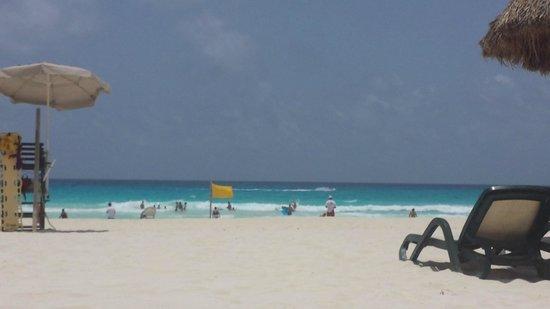 The Royal Islander All Suites Resort: beachfront outside hotel